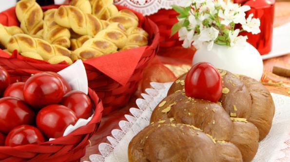greek-easter-eggs-pastries