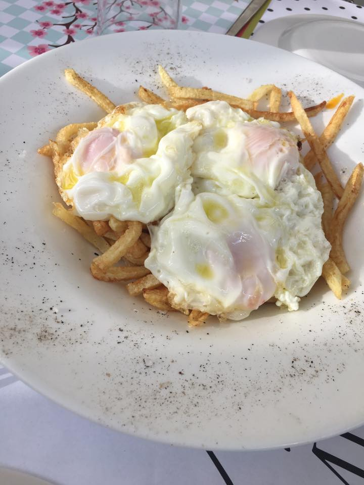 French fries with fried eggs at Bebeka (@bebekagr)